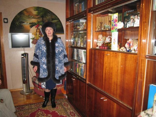 """а это мое приобретение-пончо из Павлово-Посадского платка в стиле """"синель"""".Куплено на ВДНХ в Москве,в павильоне Профсоюзов есть магазинчик """"kalinkin hill"""".У кого есть возможность-сходите посмотрите на невероятную красоту.А другие могут посмотреть в интернете"""