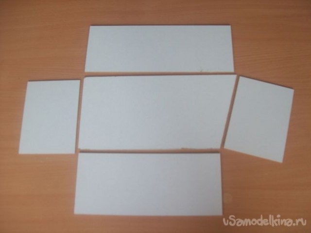 Автор взялась делать их из оргалита: тонкий, прочный и достаточно лёгкий материал. А так как полочка, на которую и предполагалось ставить эти коробочки, не совсем обычной формы (с одной стороны она глубиной 40 см, а с другой – всего 10), то и раскрой их вот такой