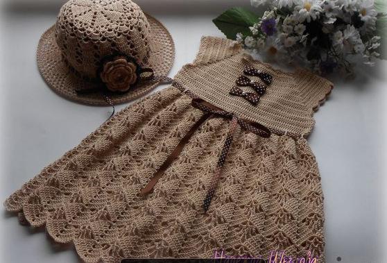 Платье с лилиями крючком для девочки