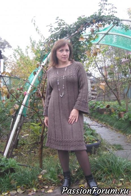 Связала для себя теплое платье.