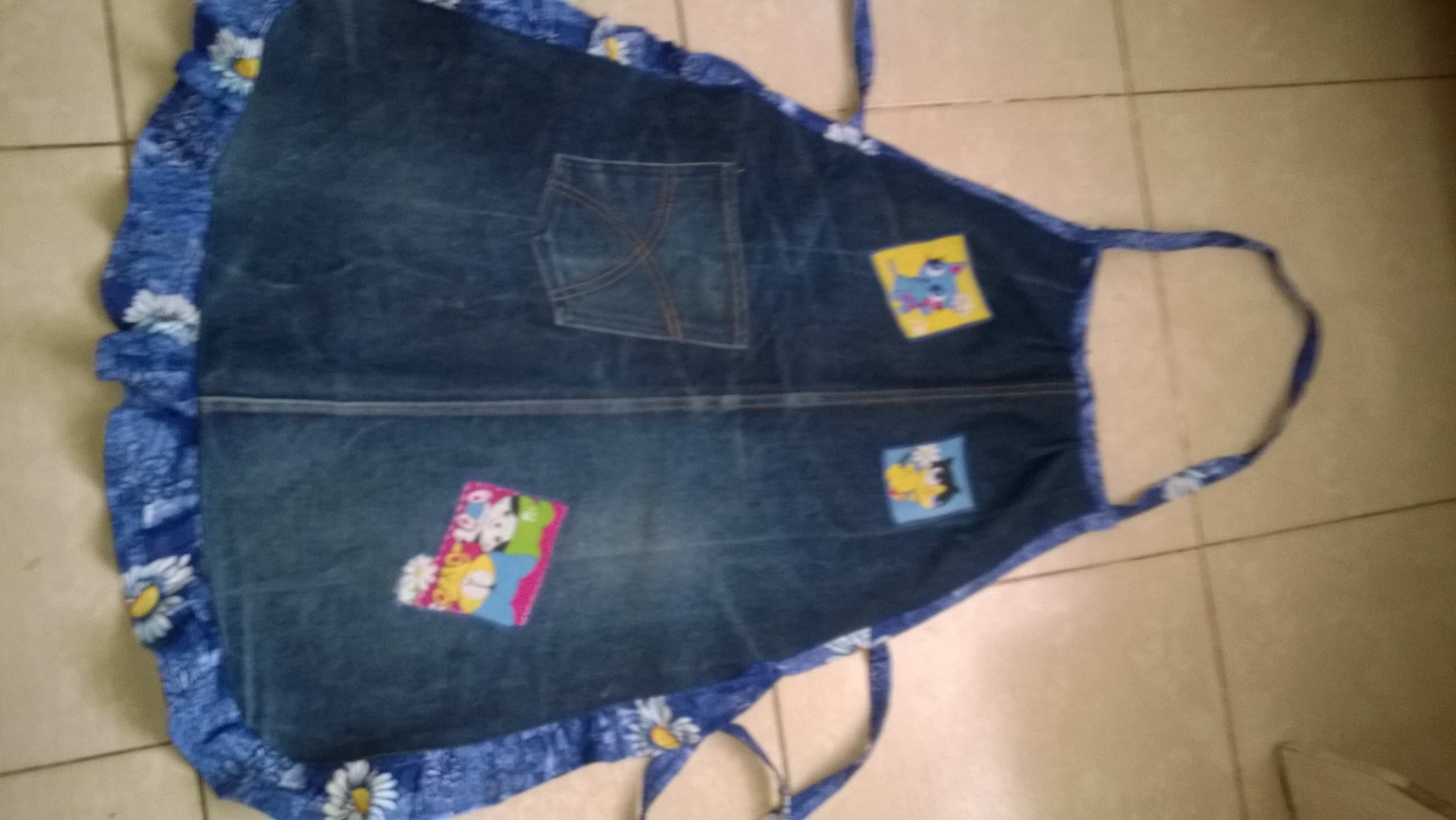 Из старых джинсов фартук сшить