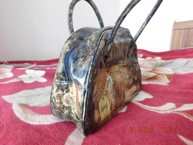 обновление старенькой сумочки.(техника декупаж)