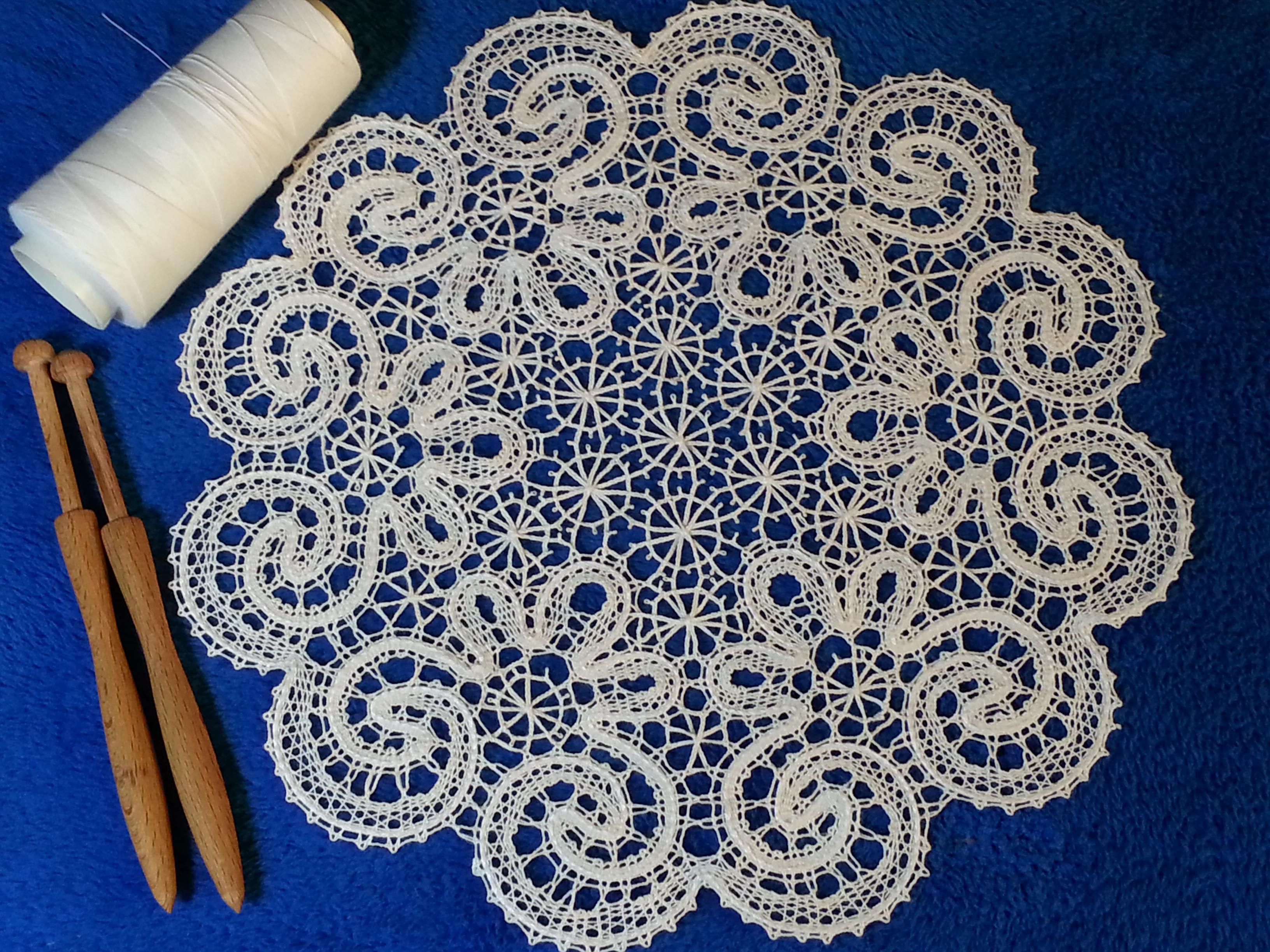 Кружева плетённых на коклюшках