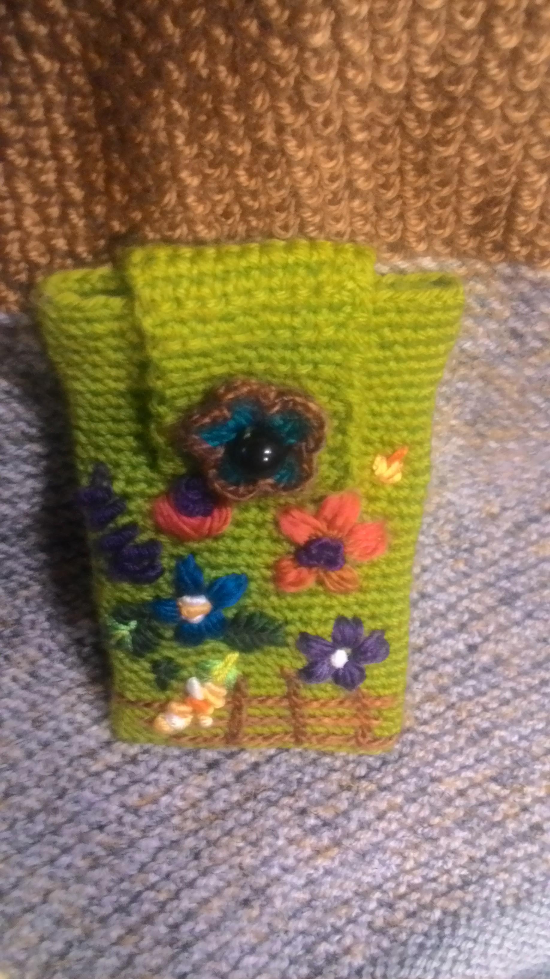 Вышивка цветка шерстяными нитками