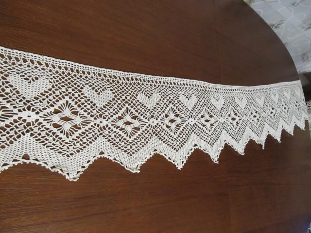 Следующее бабушкино кружево было предназначено для свесов у кровати. Были у нас и полотенца с такими кружевами. Кружево «сердечное».