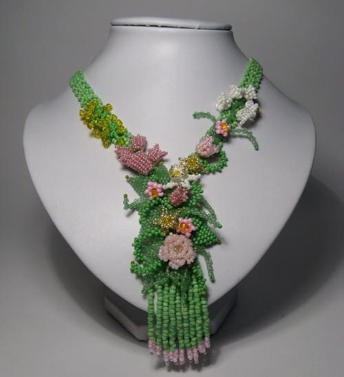 Весеннее ожерелье с цветами из