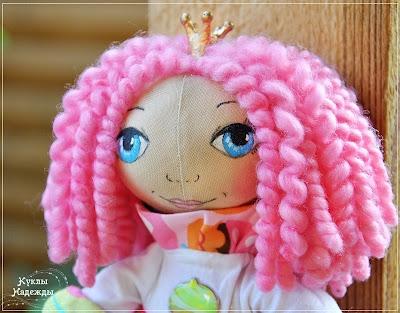 Мастер-класс. Как сделать кудрявую прическу куколке, которая cшита собственноручно? фото 1