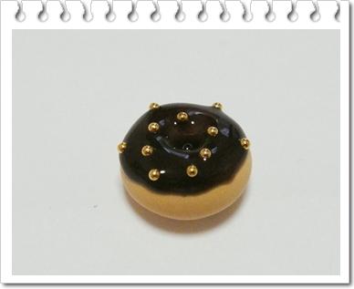 Пончики - аппетитная, поднимающая настроение выпечка.  Почему бы не сделать его из полимерной глины и иметь...