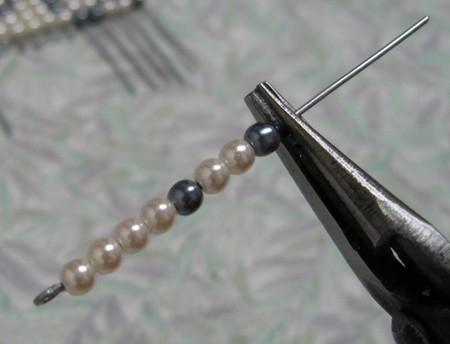 Делаем браслет из бисера на резинке.