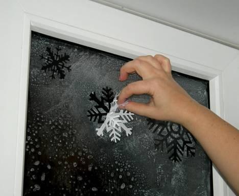 Как разукрасить окно к новому году своими
