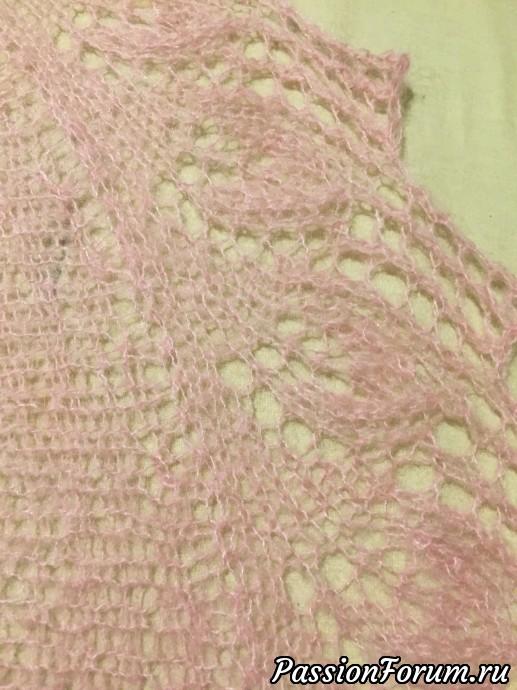 Закончила вторую розовую шаль, шаль спицами