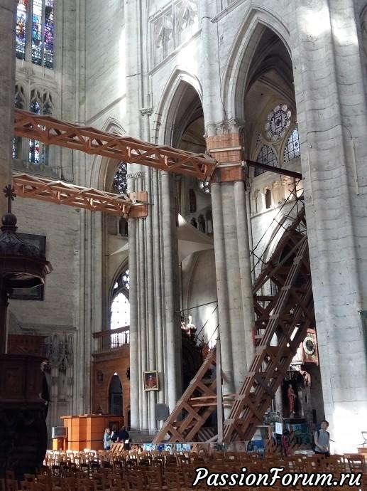 потом охи и вздохи стали качественно другими, потому что мы попали в ту часть, где проходит основной этап реставрации собора