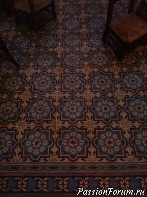 вот этот шикарный мозаичный пол, например