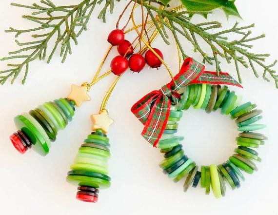 Идеи для новогоднего декора из пуговиц
