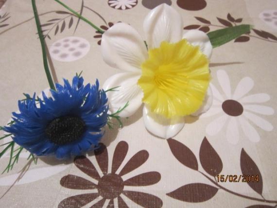 МК Изготовление красивого мыла при помощи пластикового цветка.