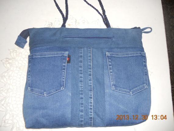 вид вышитой сумки сзади