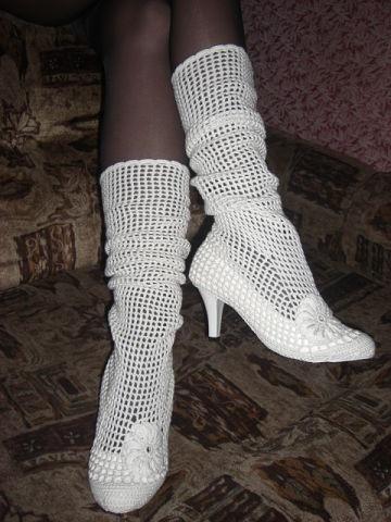 И снова вязаная обувь, точнее - обвязаная))