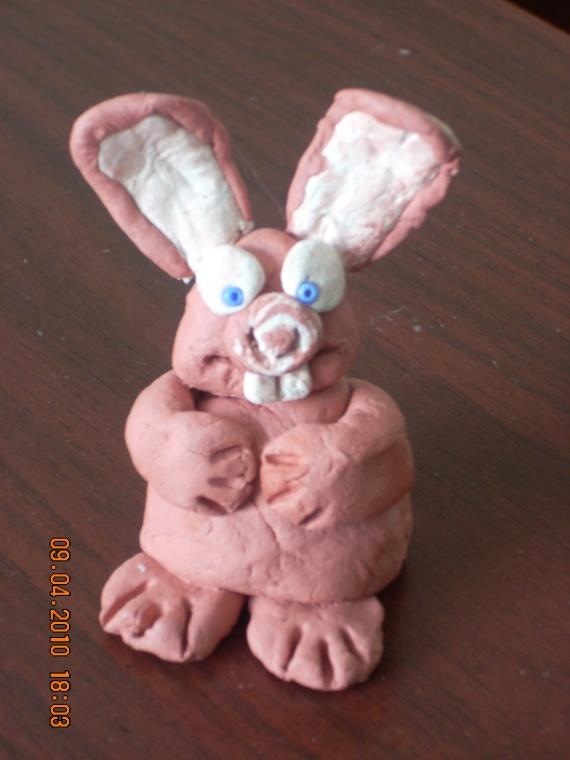 Пасхальный кролик Эдуард и праздничное оформление
