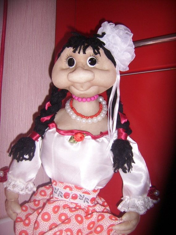 кукла -пакетница,моя первая работа ..........