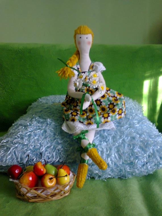 девченка  с цветочками (кукла Тильда)