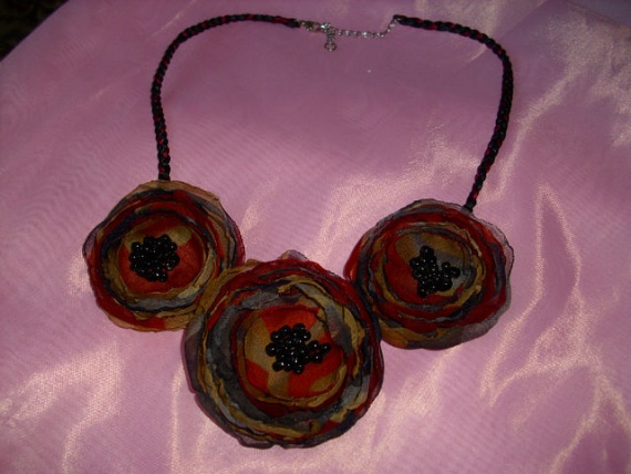 Немного украшательского:)Текстильные украшения...