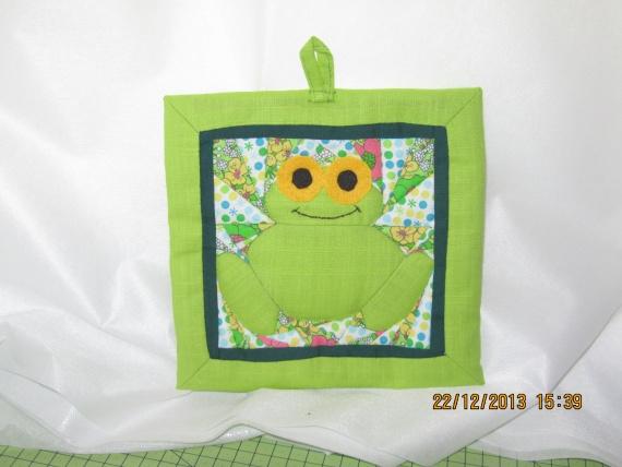прихватка-лягушка, лоскутное шитье