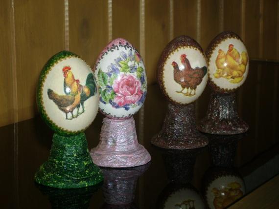 Пасхальные каменные яйца