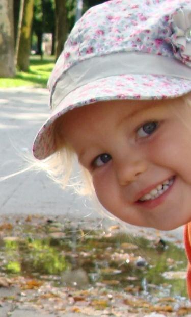 Дети - это будто жизнь пошла сначала: Первые улыбки, первые шаги, Первые успехи, первые провалы. Дет