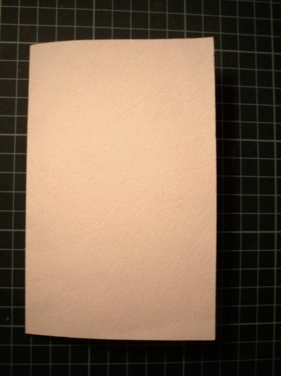 Из акварельной бумаги вырезаем основу под открытку 20х14,5 см и посередине бигуем ее (делаем сгиб).