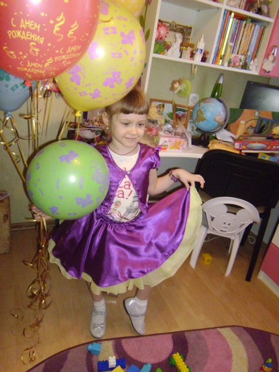 А это моя внучатая племянница  в костюмчике,который я для не сшила