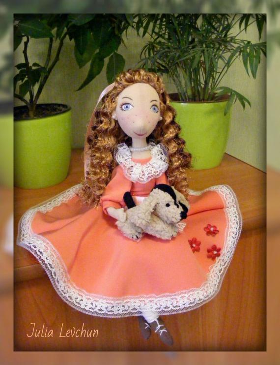 Мэгги. Рыжеволосая девушка в платье цвета пепел розы))))