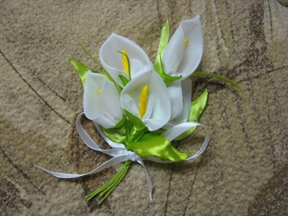 Мой весенний букетик цветов из ткани и лент...