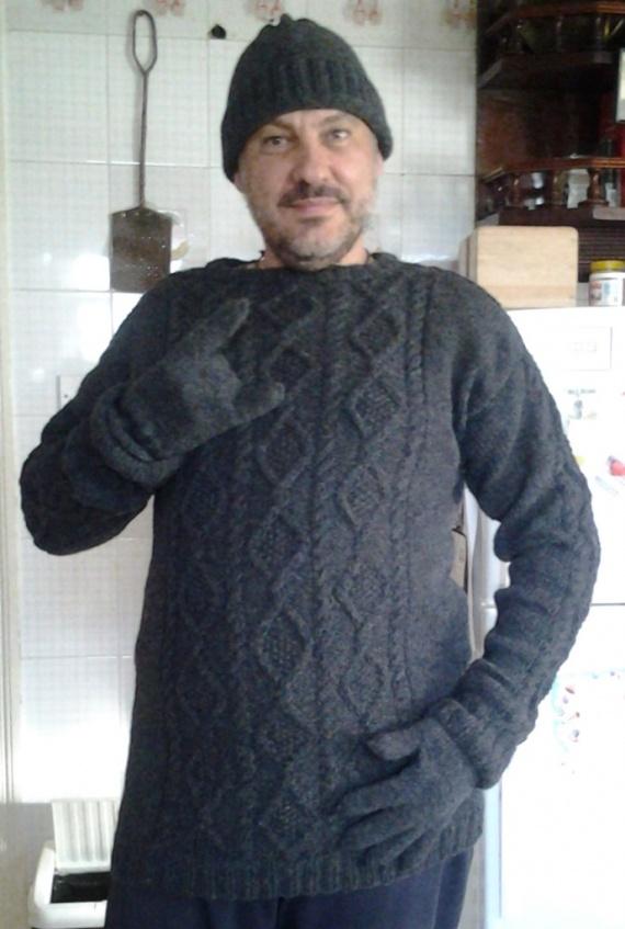 Свитер, шапка и перчатки из английской шерсти