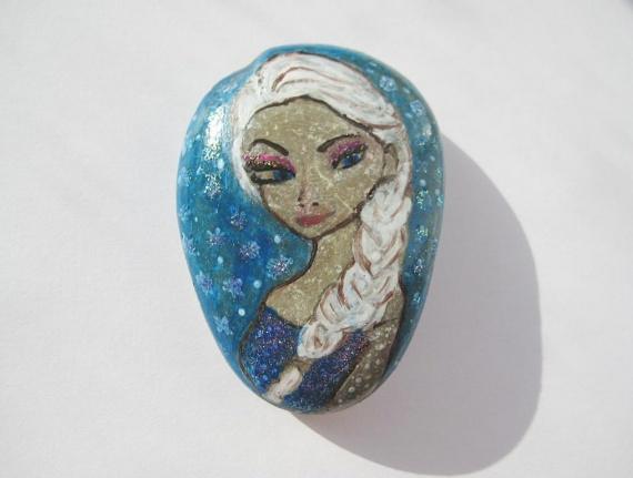 Рисуем на камушке. Снежная королева