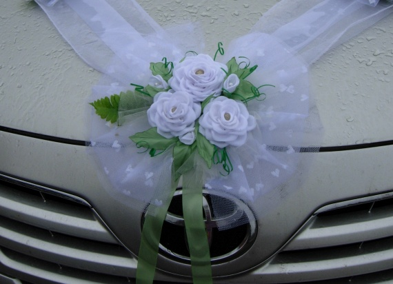 Цветы из атласных лент на свадебную машину