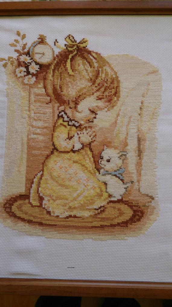 Молящаяся девочка / Вышивка