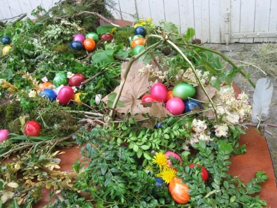 За эти гнезда дети получили шоколадные яйца.