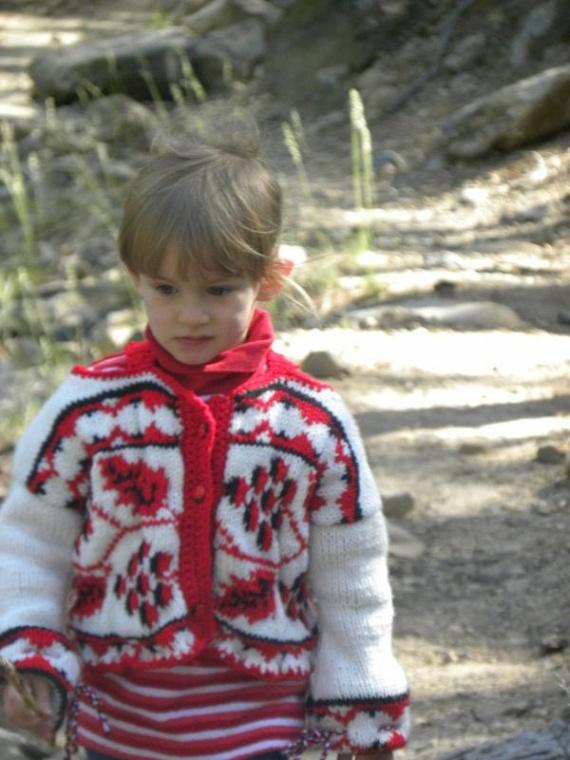 вязаная кофточка с народной украинской вышивкой