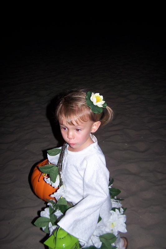 Моя старшая внученька Эвелин в сделанном мамой Олей костюме Потерчаты
