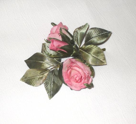 Бутоны роз (бутоньерка)