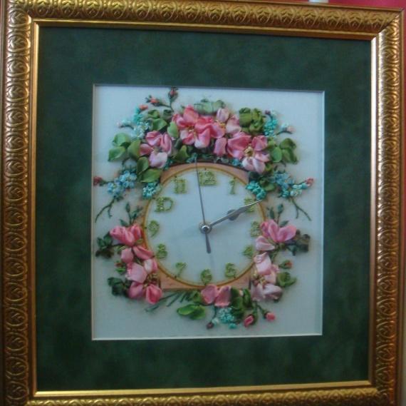 """Мои вышивки лентами.Часы """" Время чудес"""" вышит шелковыми лентами и бисером,розы королева цветов,следу"""