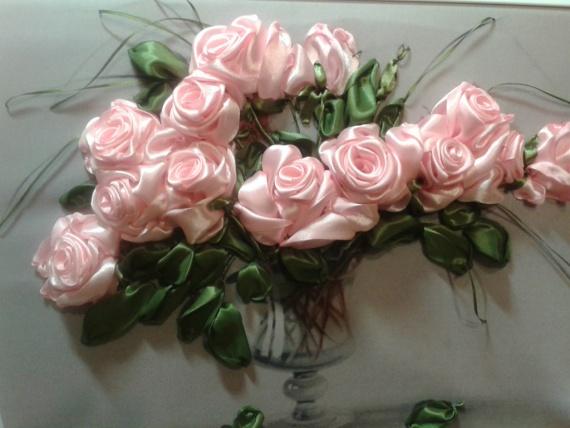 Розовые розы. Вышивка