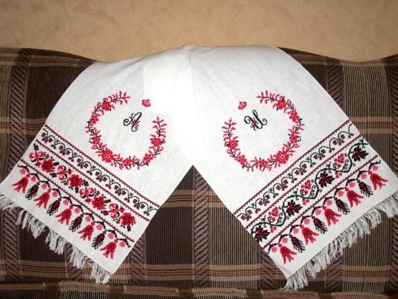Свадебный рушник и свадебная метрика.