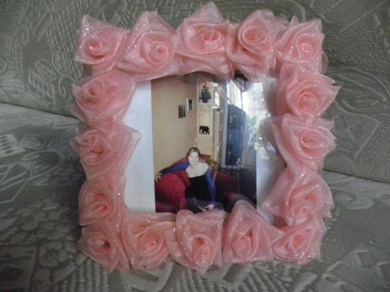 Рамки для фото украшенные цветами из лент.