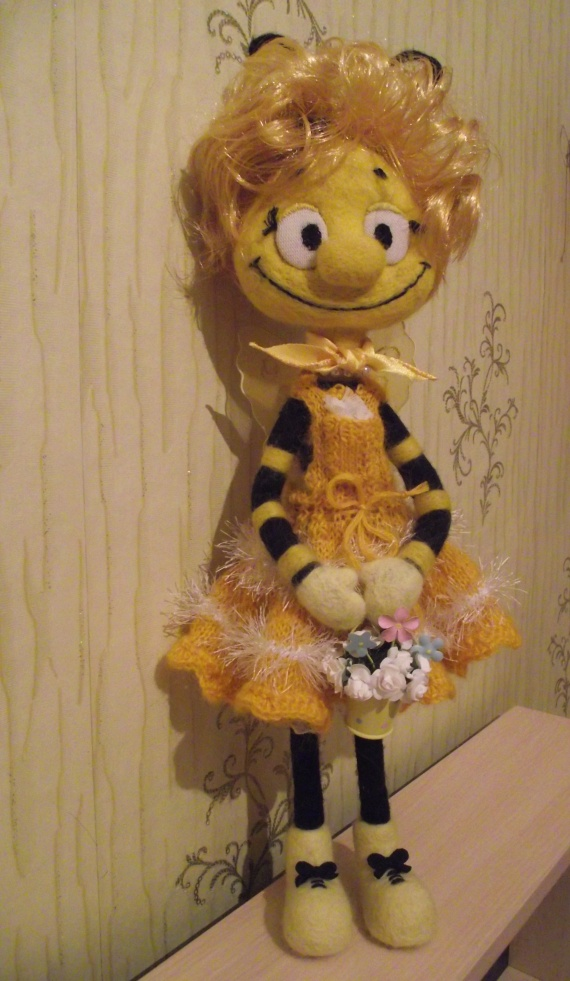 "Пчела сваленная на подарок ""Тенториумовцам""."