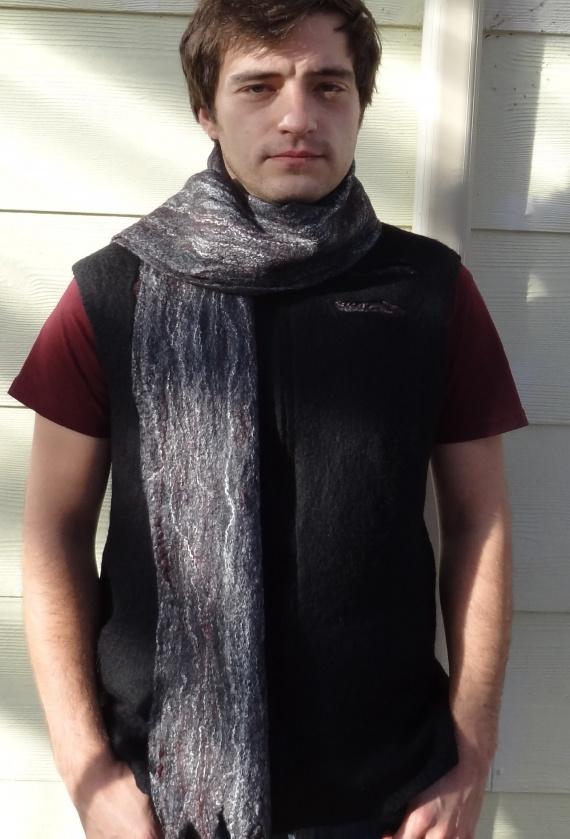 Мужской жилет и шарф