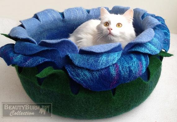 войлочная лежанка для кошек ручной работы