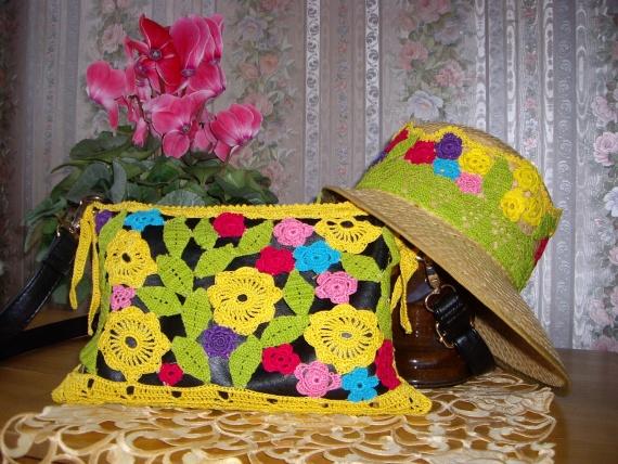 Цветочные мотивы в съемных футляре для сумочки и ленты для шляпы.