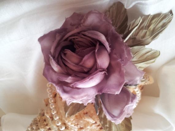 Роза Тильда я сделала её по видео уроку Ольги Якимовой. Роза из натурального шелка с ручной покраско
