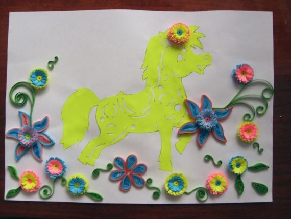 На этой работе добавила цветочков в технике квиллинг